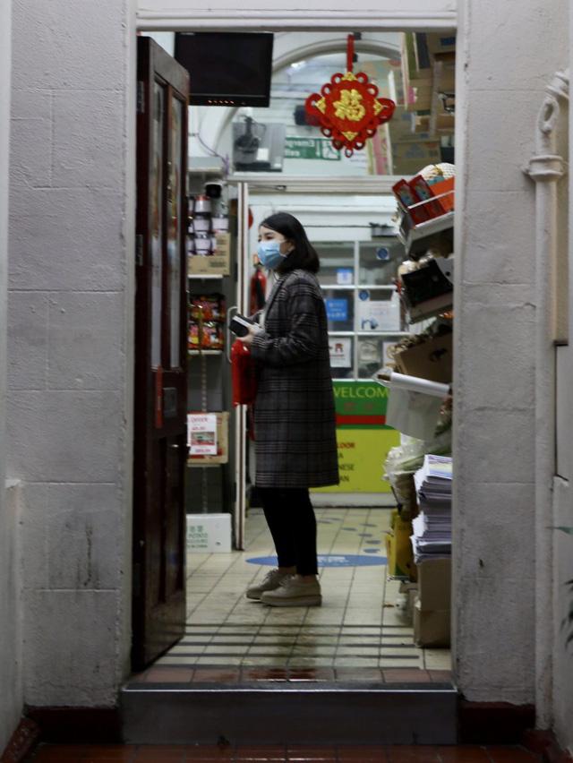 Đâu chỉ có Trung Quốc, cộng đồng người Hoa ở Anh cũng chật vật trước dịch viêm phổi Vũ Hán bùng phát: Đường phố vắng hoe và bị xa lánh - Ảnh 6.