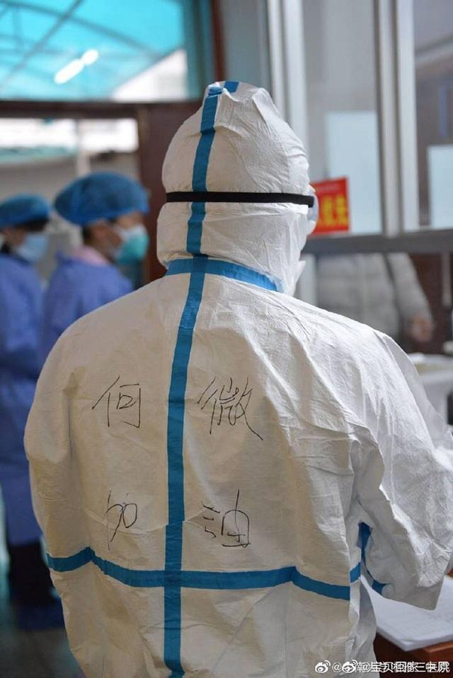 Loạt ảnh chụp đội ngũ y bác sĩ giữa ổ dịch Vũ Hán cho thấy sự hy sinh cao cả, bất chấp mạng sống để chiến đấu với virus corona - Ảnh 7.