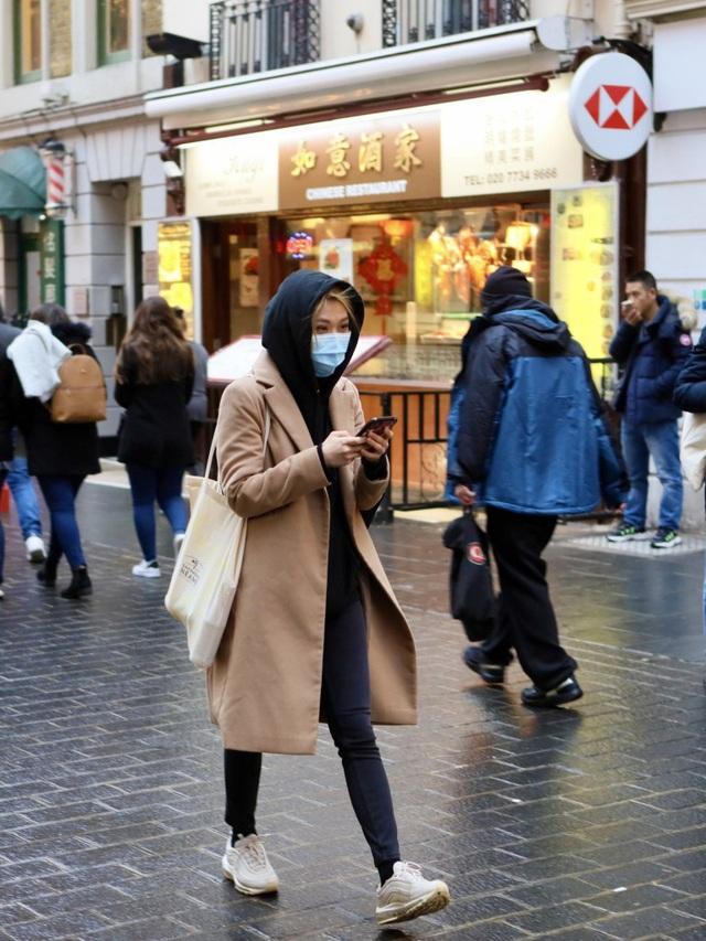 Đâu chỉ có Trung Quốc, cộng đồng người Hoa ở Anh cũng chật vật trước dịch viêm phổi Vũ Hán bùng phát: Đường phố vắng hoe và bị xa lánh - Ảnh 8.