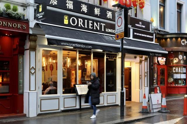 Đâu chỉ có Trung Quốc, cộng đồng người Hoa ở Anh cũng chật vật trước dịch viêm phổi Vũ Hán bùng phát: Đường phố vắng hoe và bị xa lánh - Ảnh 9.