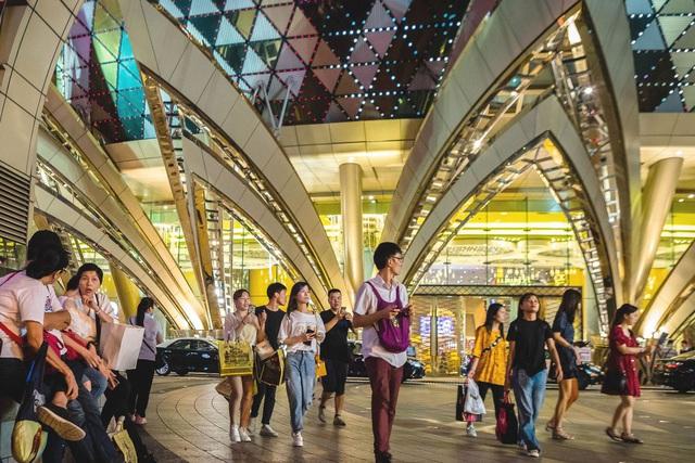 Chùm ảnh những siêu đô thị nhộn nhịp của Trung Quốc hóa thành phố ma vì virus corona - Ảnh 4.