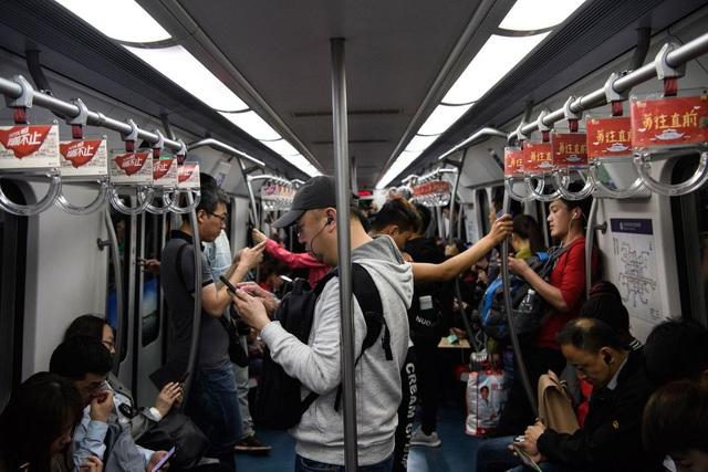 Chùm ảnh những siêu đô thị nhộn nhịp của Trung Quốc hóa thành phố ma vì virus corona - Ảnh 11.