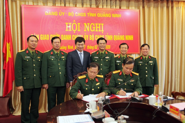 Bộ Quốc phòng bổ nhiệm 3 tân Chính ủy - Ảnh 1.