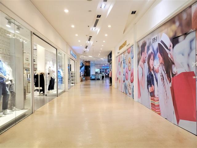 Cảnh khác lạ của loạt trung tâm thương mại, khu vui chơi mua sắm tại Hà Nội - Ảnh 14.