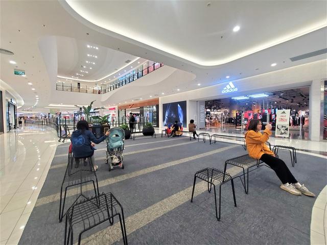 Cảnh khác lạ của loạt trung tâm thương mại, khu vui chơi mua sắm tại Hà Nội - Ảnh 3.