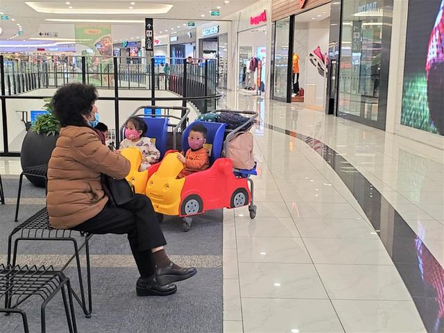 Cảnh khác lạ của loạt trung tâm thương mại, khu vui chơi mua sắm tại Hà Nội - Ảnh 5.