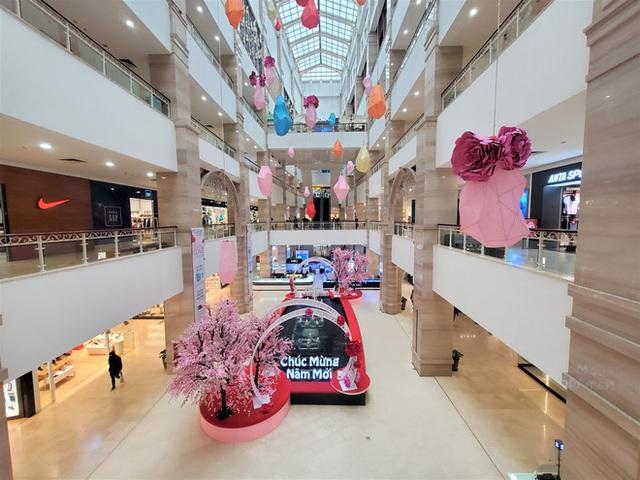 Cảnh khác lạ của loạt trung tâm thương mại, khu vui chơi mua sắm tại Hà Nội - Ảnh 6.