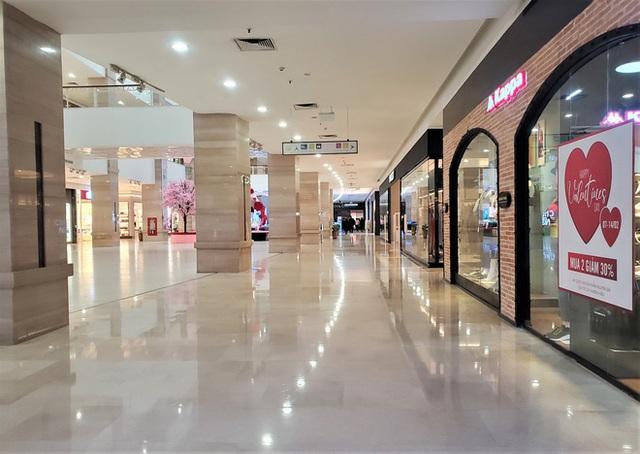 Cảnh khác lạ của loạt trung tâm thương mại, khu vui chơi mua sắm tại Hà Nội - Ảnh 7.