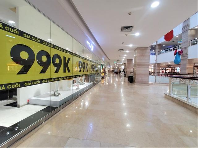 Cảnh khác lạ của loạt trung tâm thương mại, khu vui chơi mua sắm tại Hà Nội - Ảnh 8.