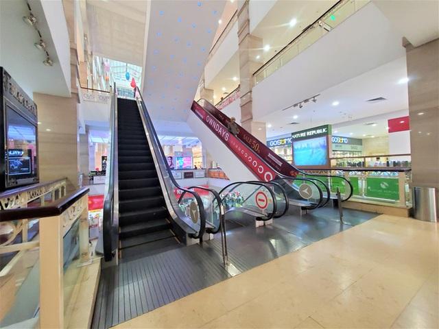 Cảnh khác lạ của loạt trung tâm thương mại, khu vui chơi mua sắm tại Hà Nội - Ảnh 9.