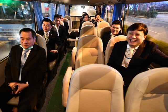 9 giờ không ăn, không uống của phi hành đoàn trên chuyến bay đưa công dân Việt từ Vũ Hán về nước  - Ảnh 3.