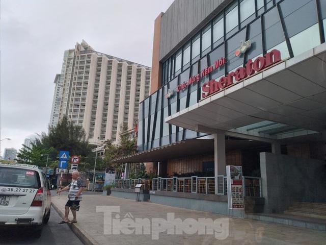 Khách sạn, nhà hàng Nha Trang ế ẩm vì vắng khách du lịch - Ảnh 1.
