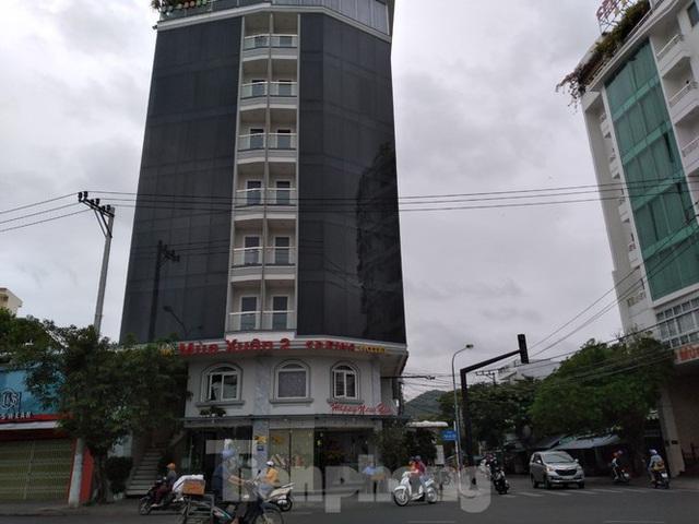 Khách sạn, nhà hàng Nha Trang ế ẩm vì vắng khách du lịch - Ảnh 3.