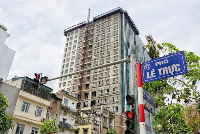 Hà Nội họp báo thông tin xử lý sai phạm ở tòa nhà 8B Lê Trực - Ảnh 1.