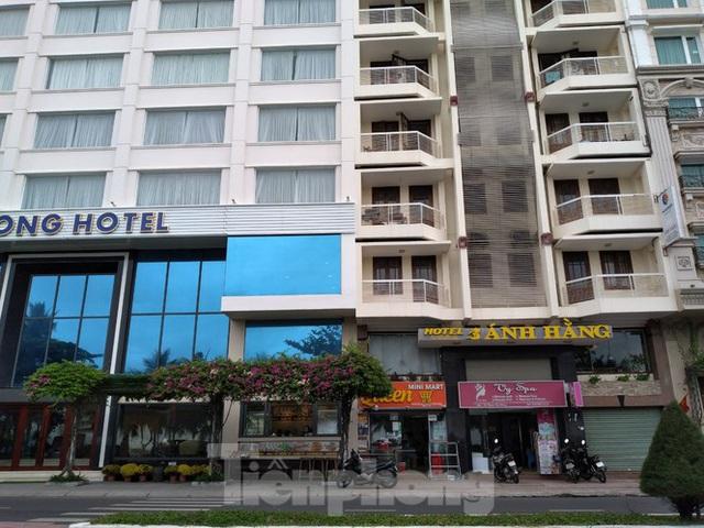 Khách sạn, nhà hàng Nha Trang ế ẩm vì vắng khách du lịch - Ảnh 5.