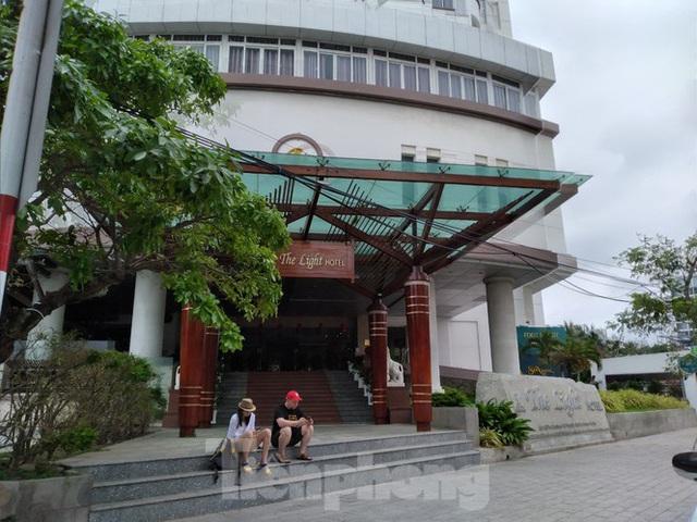 Khách sạn, nhà hàng Nha Trang ế ẩm vì vắng khách du lịch - Ảnh 7.