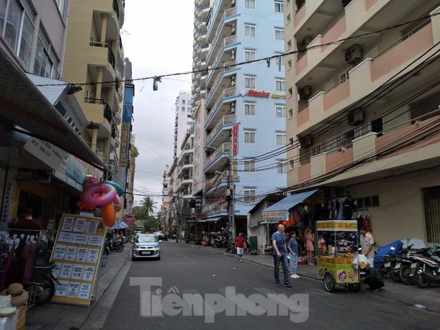 Khách sạn, nhà hàng Nha Trang ế ẩm vì vắng khách du lịch - Ảnh 8.