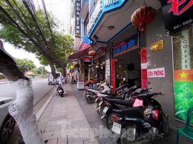 Khách sạn, nhà hàng Nha Trang ế ẩm vì vắng khách du lịch - Ảnh 10.