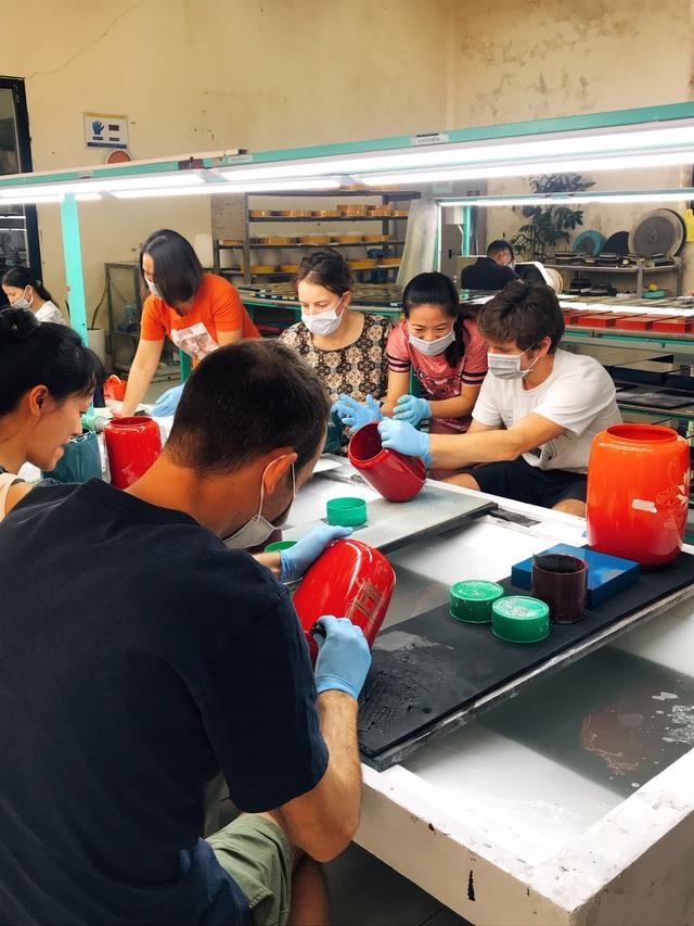 Sơn mài Việt lần đầu tham dự triển lãm D17/20 Design in Southeast Asia tổ chức tại Thái Lan - Ảnh 1.