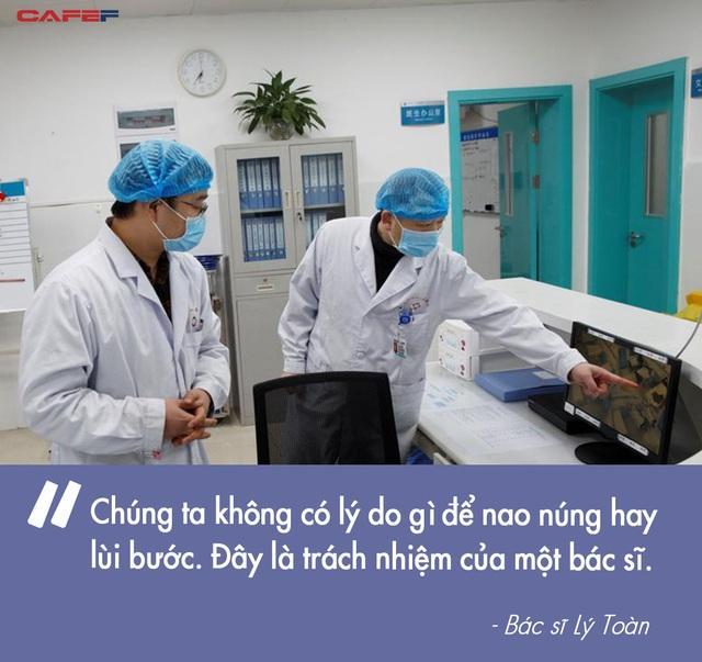Sụt 2kg ngay hôm đầu đến Vũ Hán làm việc, các bác sĩ tuyến đầu chống virus corona vẫn lạc quan: Khi dịch bệnh qua đi, chắc chắn sẽ thử đồ ăn ở Vũ Hán - Ảnh 1.