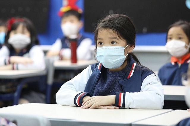 Học sinh Hà Nội sẽ đi học lại vào ngày 17/2, các trường tăng cường công tác vệ sinh để đón các em quay lại trường - Ảnh 1.
