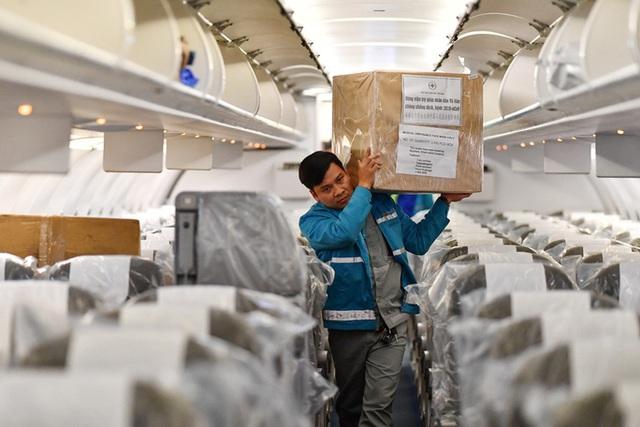 Hậu trường chuyến bay đưa công dân Việt Nam từ tâm dịch Vũ Hán về nước - Ảnh 12.