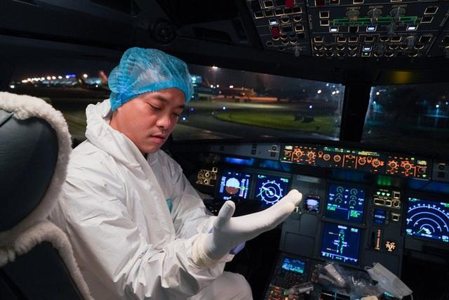 Hậu trường chuyến bay đưa công dân Việt Nam từ tâm dịch Vũ Hán về nước - Ảnh 6.