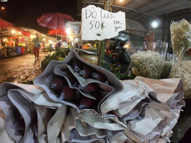 Ảnh: Chợ hoa ngày Valentine hiu hắt, giá rớt thảm hại - Ảnh 10.