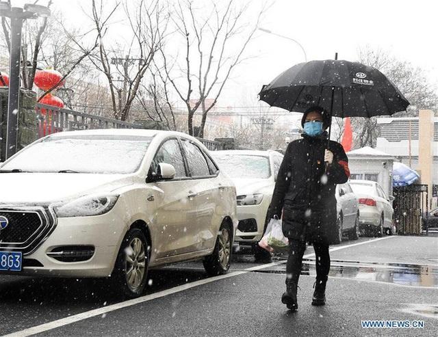 Covid-19: Bắc Kinh kiểm soát người trở về gắt gao chưa từng có - Ảnh 2.