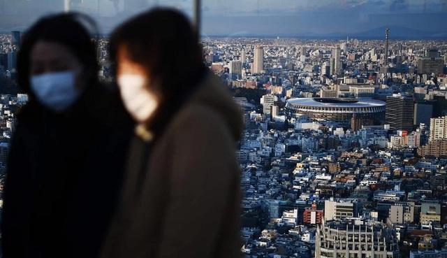 Cơn cuồng tích trữ và tin đồn bủa vây, kinh tế Nhật ảm đạm vì virus corona - Ảnh 1.