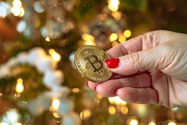 Bitcoin lại tăng dựng đứng, vượt ngưỡng 10.000 USD - Ảnh 1.