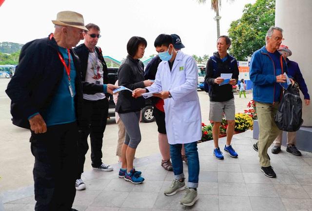 Du lịch Việt khóc ròng vì corona - Ảnh 1.