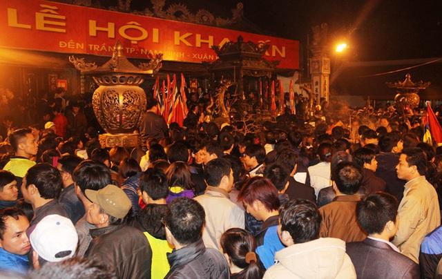 Phòng chống dịch virus corona, Nam Định dừng tổ chức Lễ Khai Ấn đền Trần  - Ảnh 1.