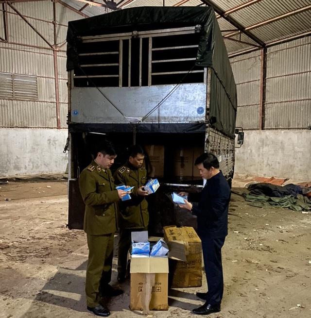 Chặn đứng hơn 300.000 khẩu trang y tế vận chuyển lên biên giới có dấu hiệu xuất lậu - Ảnh 1.