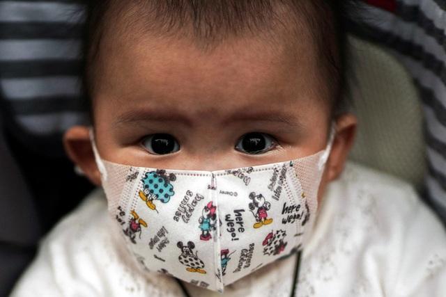 Chuyên gia hô hấp Trung Quốc cảnh báo: Virus corona có thể lây truyền từ mẹ sang con - Ảnh 1.