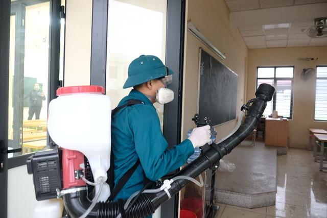 [Ảnh] Hà Nội: Các trường học vệ sinh, khử trùng để phòng dịch nCoV - Ảnh 11.