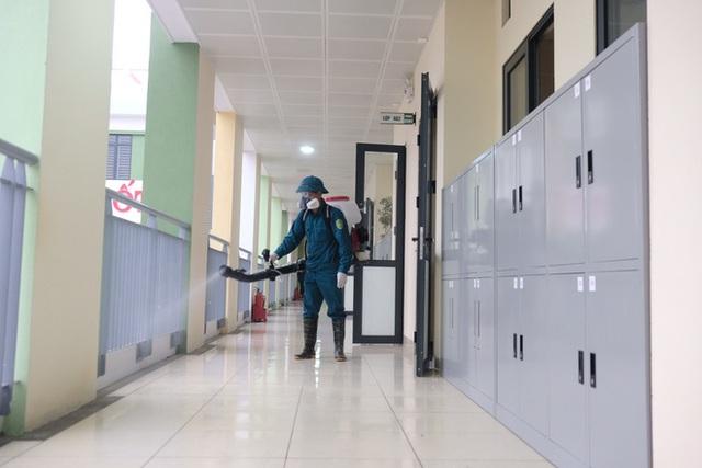 [Ảnh] Hà Nội: Các trường học vệ sinh, khử trùng để phòng dịch nCoV - Ảnh 12.