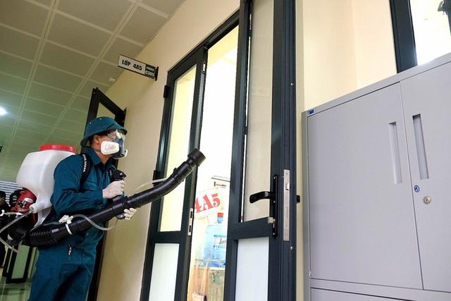 [Ảnh] Hà Nội: Các trường học vệ sinh, khử trùng để phòng dịch nCoV - Ảnh 13.