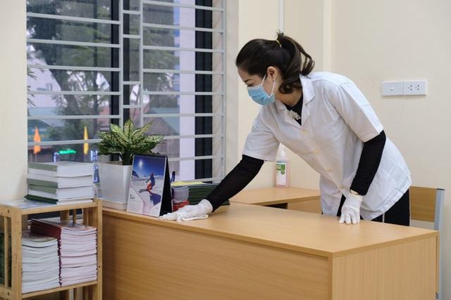 [Ảnh] Hà Nội: Các trường học vệ sinh, khử trùng để phòng dịch nCoV - Ảnh 15.