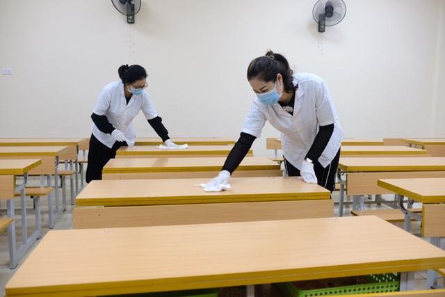 [Ảnh] Hà Nội: Các trường học vệ sinh, khử trùng để phòng dịch nCoV - Ảnh 16.
