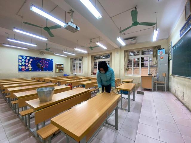 [Ảnh] Hà Nội: Các trường học vệ sinh, khử trùng để phòng dịch nCoV - Ảnh 5.