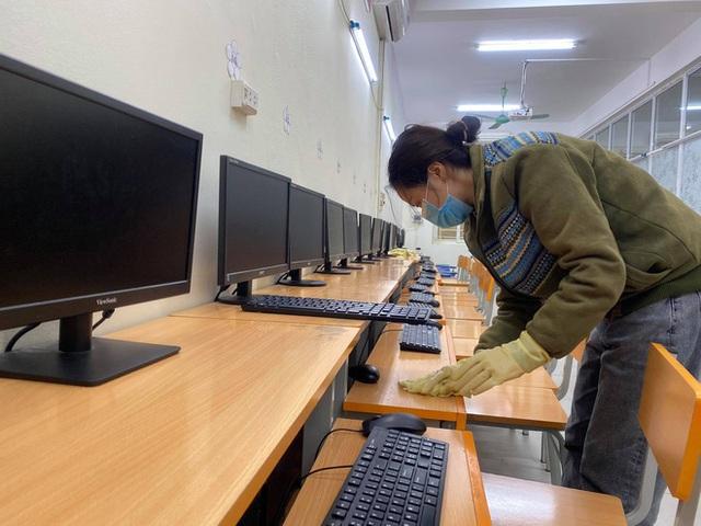 [Ảnh] Hà Nội: Các trường học vệ sinh, khử trùng để phòng dịch nCoV - Ảnh 7.