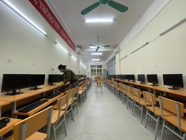 [Ảnh] Hà Nội: Các trường học vệ sinh, khử trùng để phòng dịch nCoV - Ảnh 8.