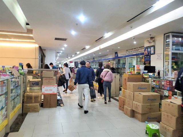 Sau 1 đêm, chợ thuốc lớn nhất Hà Nội đồng loạt đặt biển không bán khẩu trang, miễn hỏi - Ảnh 8.