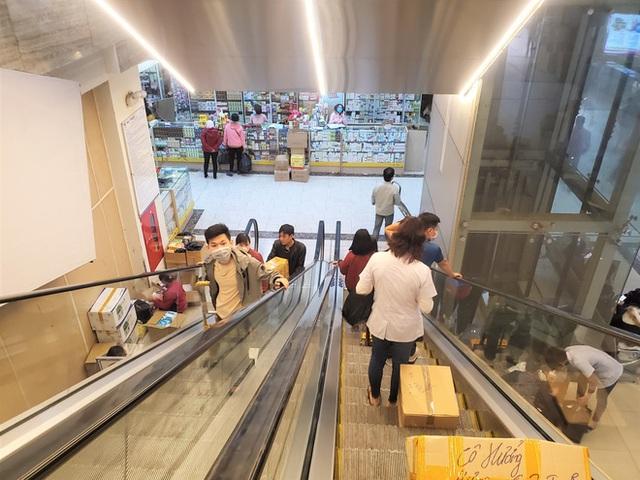 Sau 1 đêm, chợ thuốc lớn nhất Hà Nội đồng loạt đặt biển không bán khẩu trang, miễn hỏi - Ảnh 9.