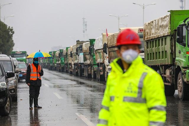 Một loạt hình ảnh mới về 2 bệnh viện dã chiến của Trung Quốc chống dịch virus Vũ Hán sắp hoàn thành - Ảnh 9.
