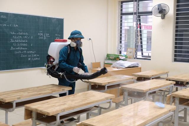 [Ảnh] Hà Nội: Các trường học vệ sinh, khử trùng để phòng dịch nCoV - Ảnh 10.