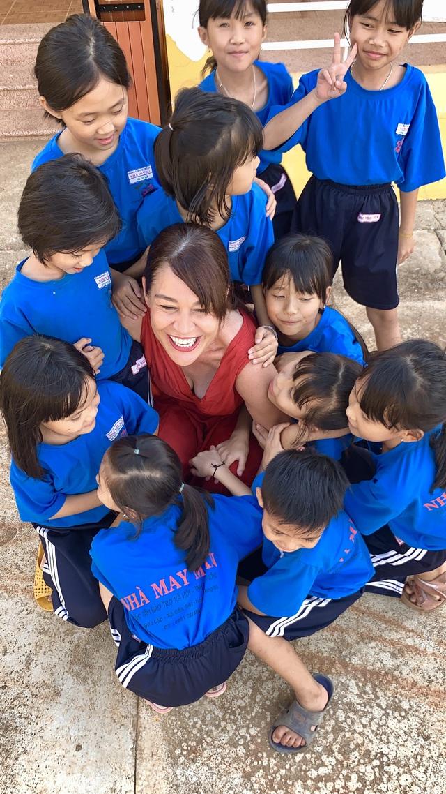 """Hoàng Nữ Ngọc Tim – người phụ nữ Thụy Sĩ dành trọn trái tim cho người khuyết tật Việt Nam: """"Bây giờ, tôi là người Việt Nam"""" - Ảnh 10."""