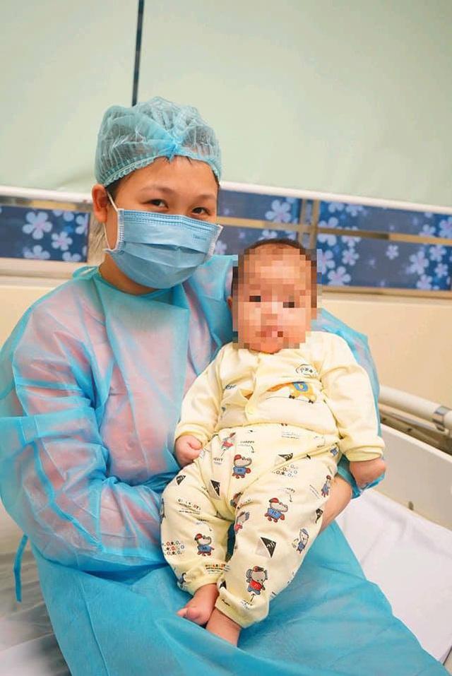 Hành trình bé 3 tháng tuổi thoát bệnh Covid-19 - Ảnh 1.