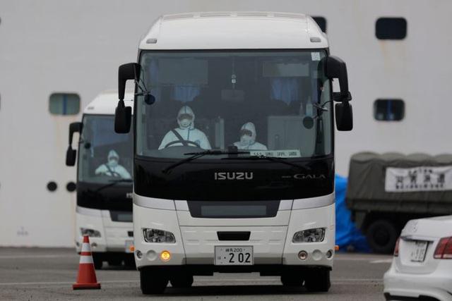 Số ca nhiễm tăng chóng mặt, Nhật Bản sai lầm khi cách ly 3.700 người trên du thuyền Diamond Princess? - Ảnh 1.